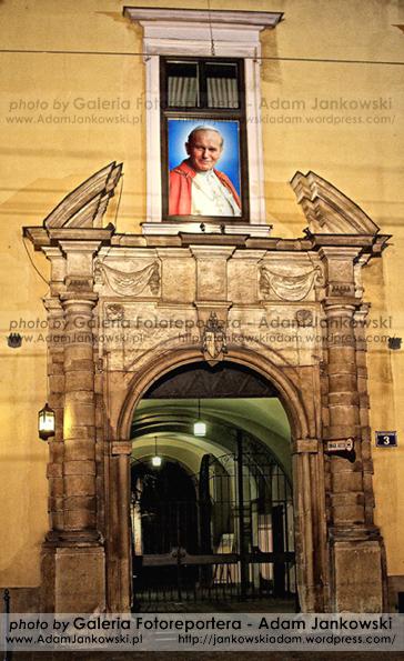 Czuwanie w 9. rocznice œmierci Jana Paw³a II w Krakowie